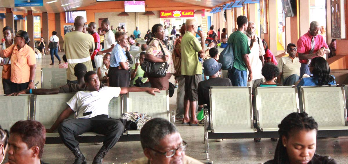 members of the the public sit and wait at city gate for buses over three hours  as ptsc workers took protest action   photo by enrique assoon (nylo intern) 7-8-2017