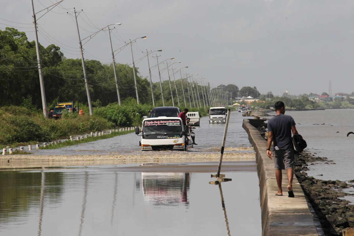 Ministry: Avoid Driving Through Flood Areas