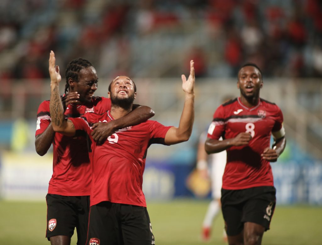 Trinidad and Tobago's Shahdon Winchester (C) celebrates with teammates after scoring against the United States during their 2018 World Cup qualifier football match in Couva, Trinidad and Tobago, on October 10, 2017. / AFP PHOTO / Abraham Diaz