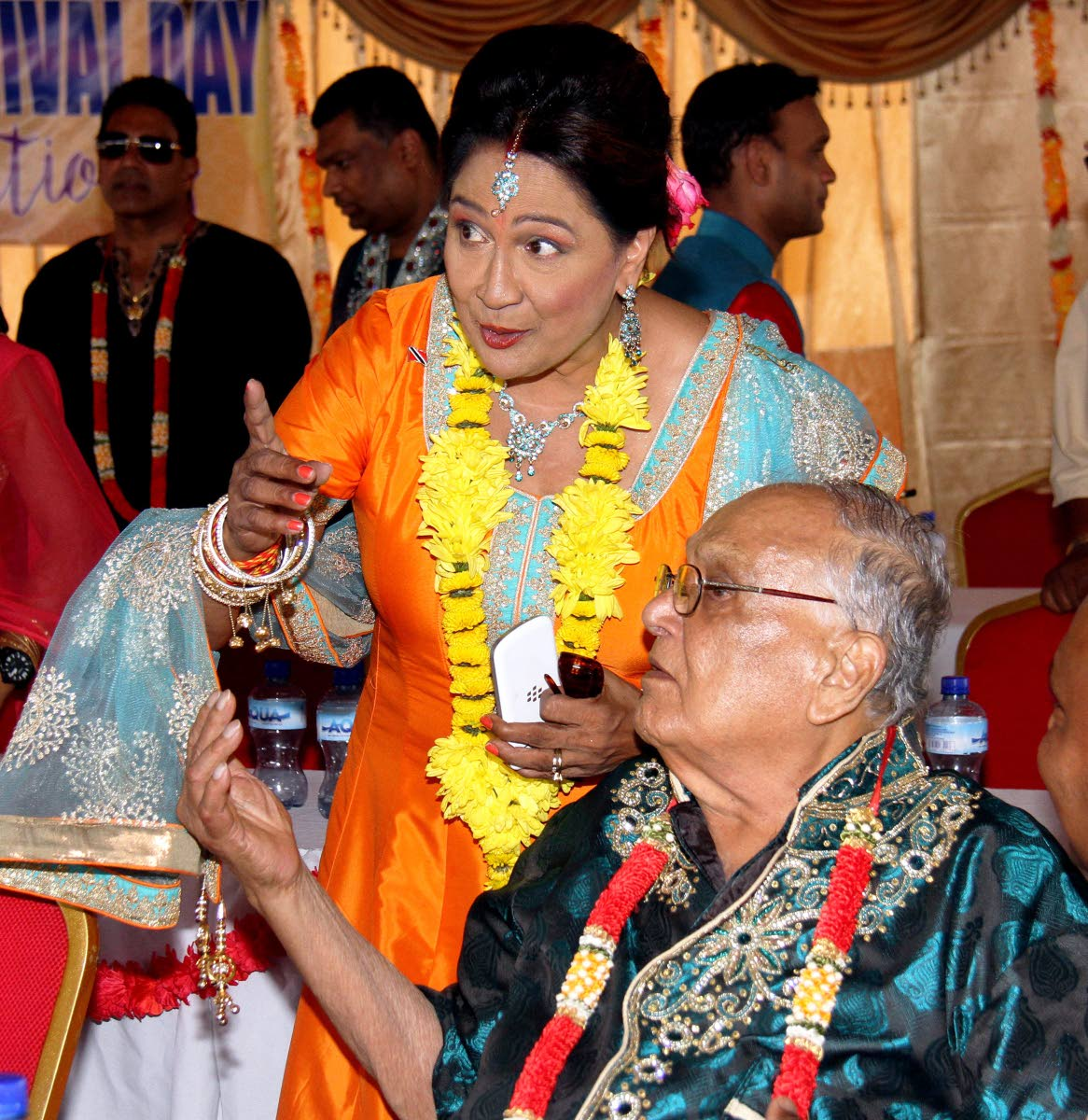 Maha Sabha secretary general Sat Maharaj and Opposition Leader Kamla Persad-Bissessar during Indian Arrival Day celebrations at Parvati Girls' Hindu College, Debe in 2017. Maharaj has withdrawn his invitation to Persad-Bissessar to attend this year's function the Maha Sabha, St Augustine after she supported a Muslim trainee teacher who was barred from Lakshmi Girls' Hindu College for not removing her hijab. FILE PHOTO