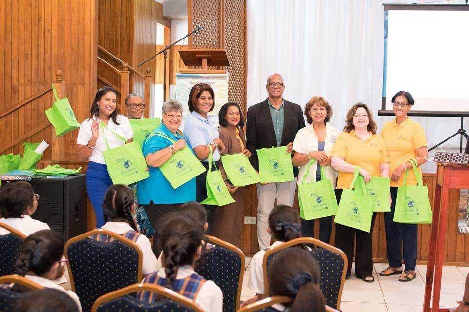 San Fernando Mayor Junia Regrello and members of Soroptomist International with their reusable bags.