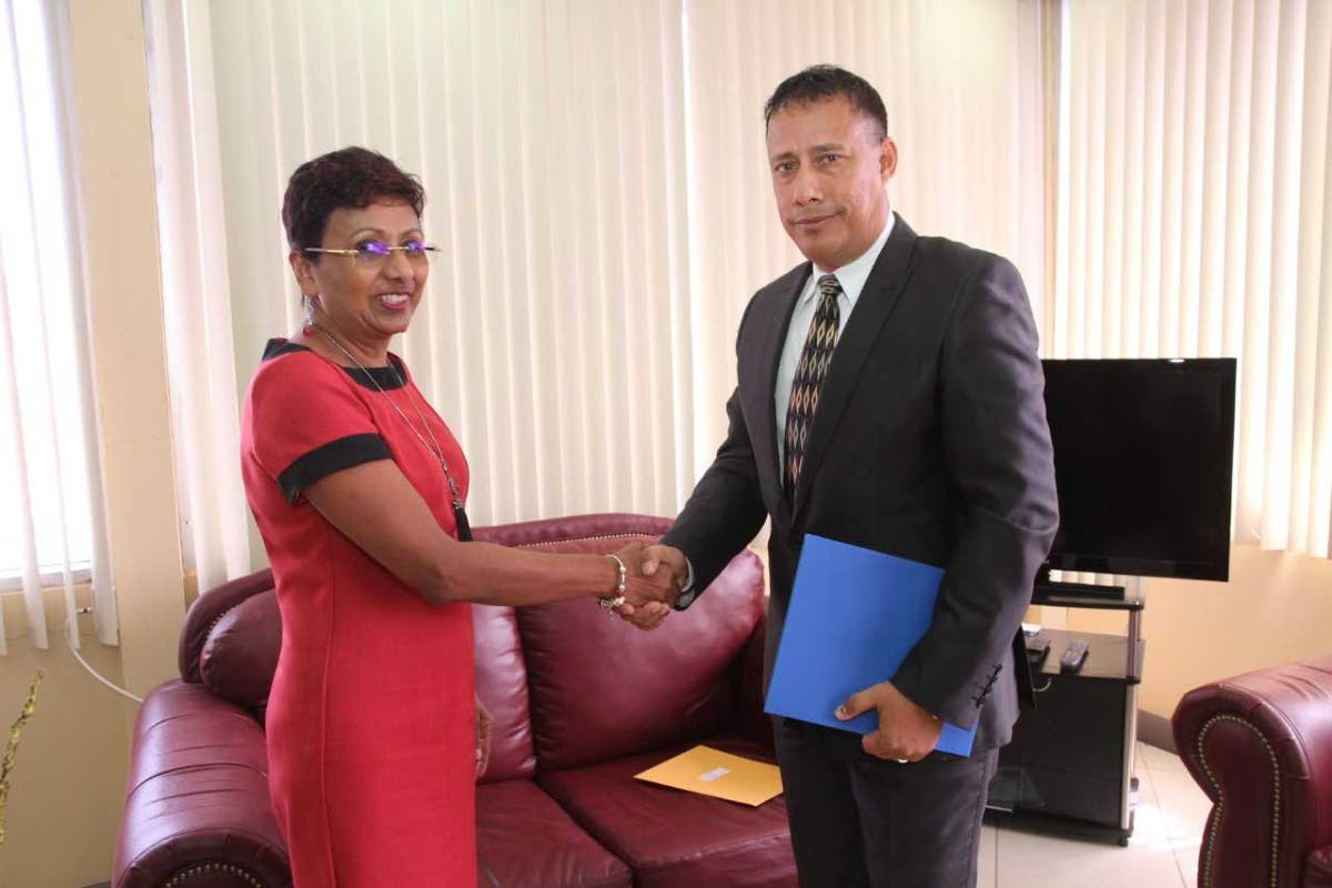 Police Service Commission chairman Bliss Seepersad congratulates Commissioner of Police Gary Griffith after presenting him with his appointment letter on August 3. FILE PHOTO