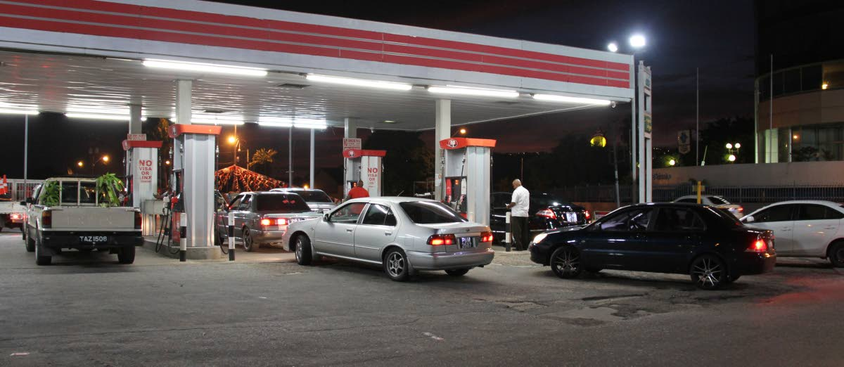 Drivers line up to buy gas at NP gas station, Barataria roundabout yesterday. PHOTO BY SUREASH CHOLAI