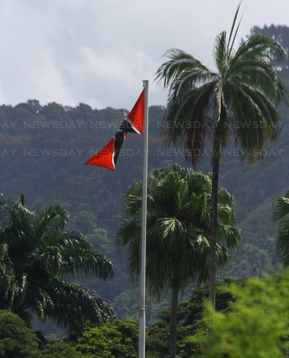 UPSIDE DOWN: The national flag flying incorrectly at President House, The sentry at the southern gate was made aware of this embarrasing situation, that occurred on the main flag pole in the Presidential House Garden. Monday, September 10, 2018. PHOTO BY ROGER JACOB.