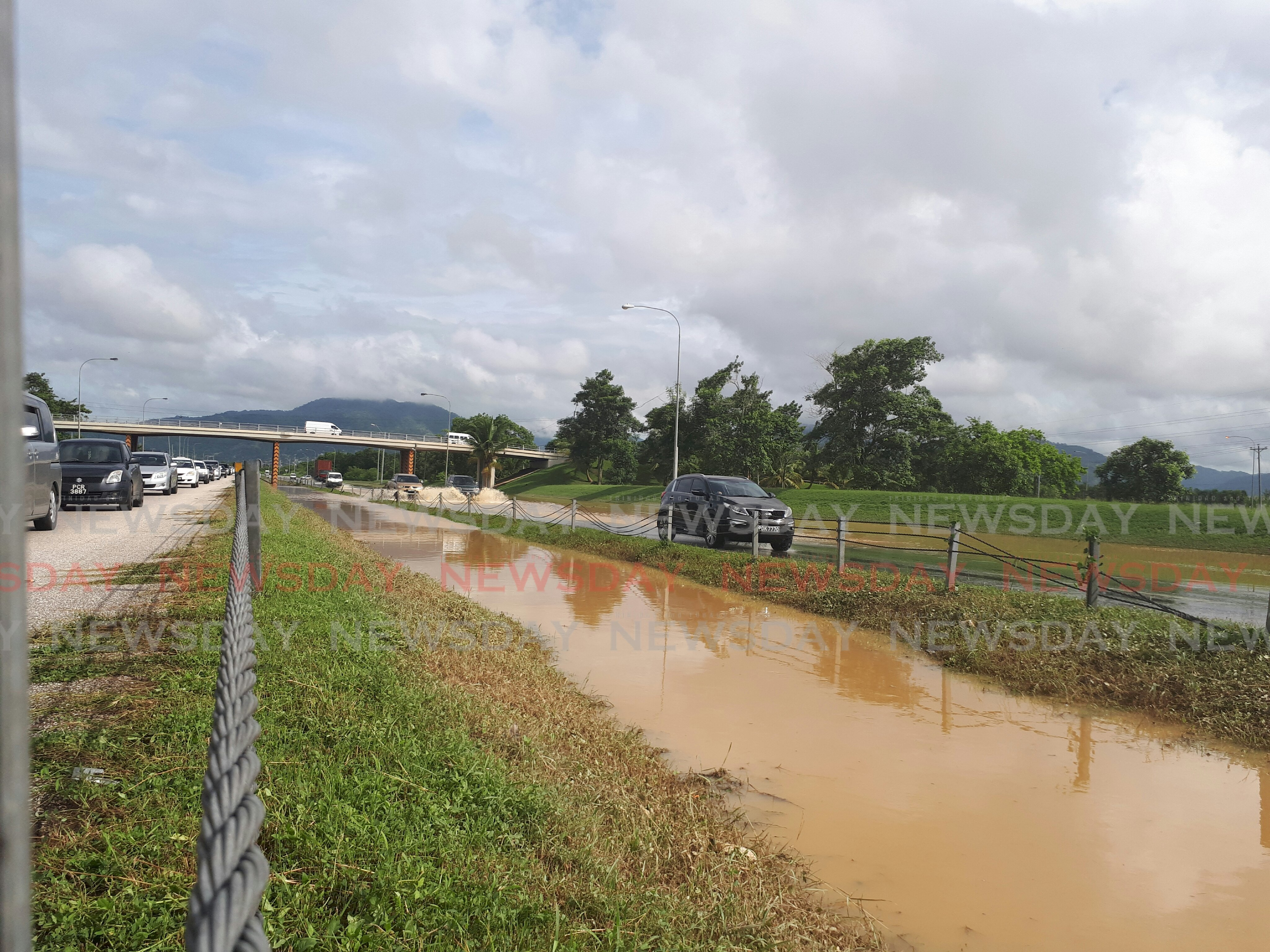Vehicles drive on the northbound and southbound lanes of the Uriah Butler Highway near  the Caroni flyover. Phot by Kalifa Sarah Clyne