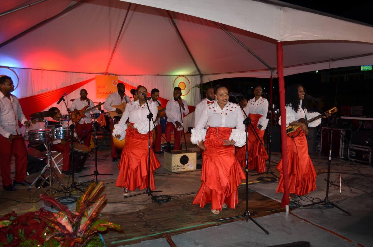 Los Alumnos de San Juan thrills the crowd.