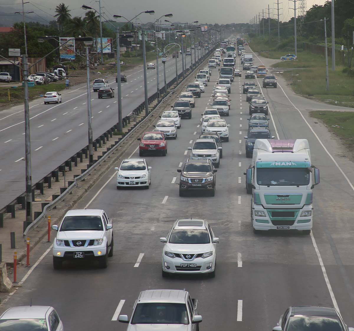 Drivers head into Port of Spain on the Beetham Highway. Arrive Alive is proposing the introduction of a ratings programme to promote road safety. FILE PHOTO