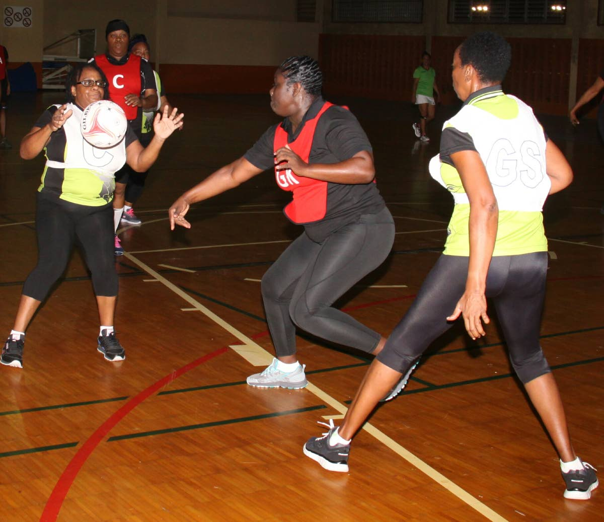 Retro Division action between TSTT and Police in the Courts All Sectors Netball League earlier this week at the Eastern Regional Indoor Sports Arena, Tacarigua. PHOTO BY ANGELO MARCELLE