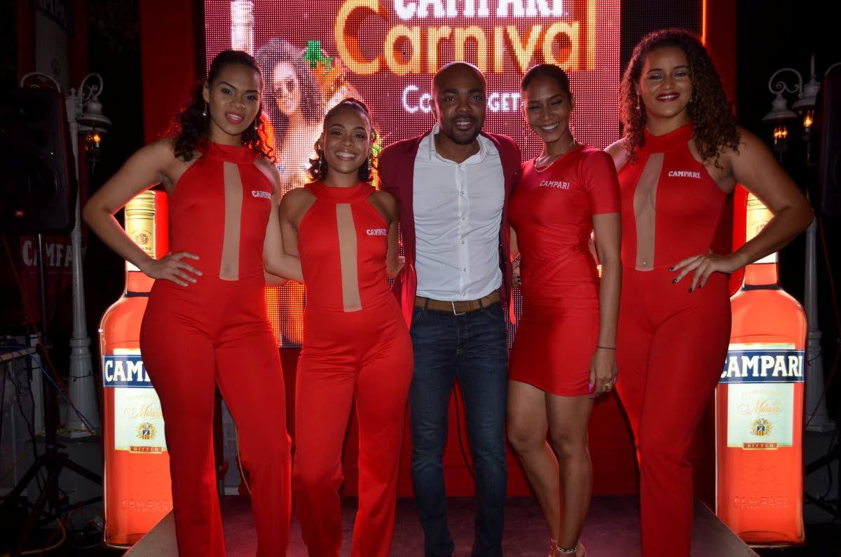 MC Jason Williams with the Campari Girls.