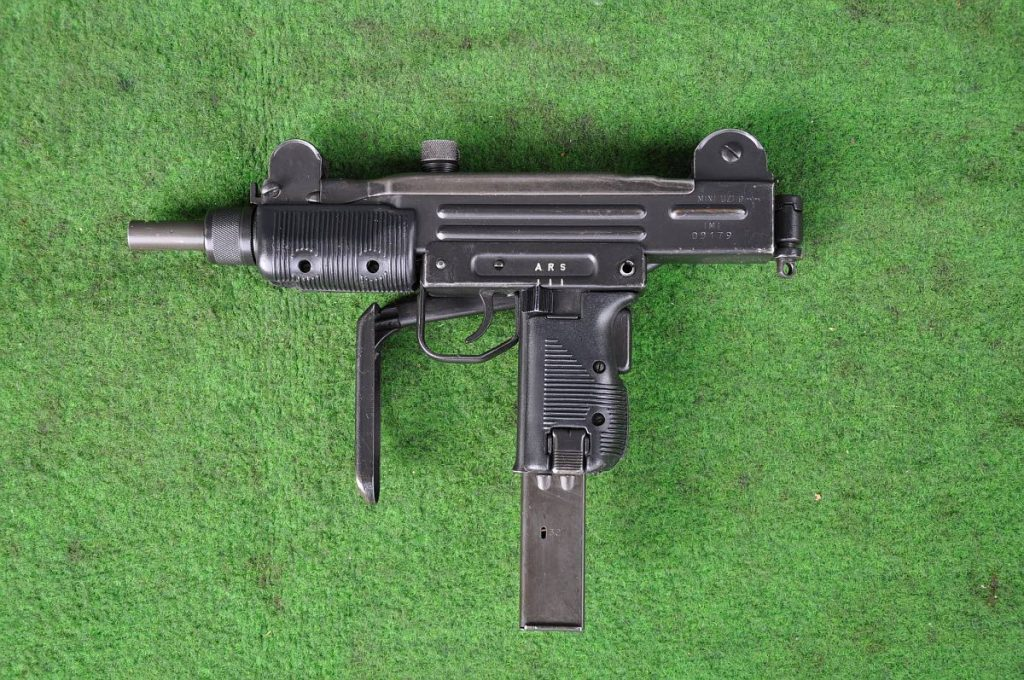 A Uzi submiachine gun, similar to this, was seized by police on Tuesday following a shootout which led to the arrest of three suspects.
