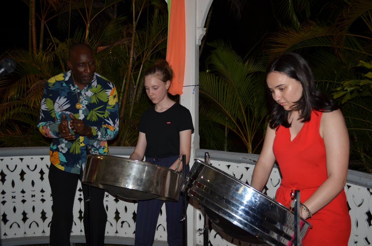 Local instructor Robit Tobitt takes Zoé François and Lilas Villechalane through their paces.