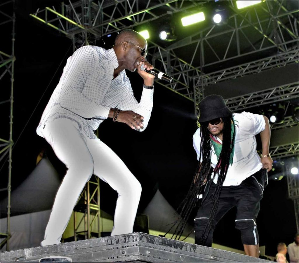 Maxi Priest and Shurwayne Winchester perform at Redemption VI.