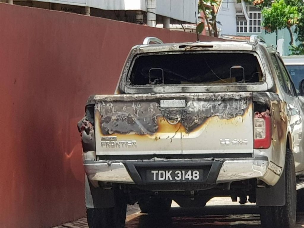 CAR BURNS IN WOODBROOK