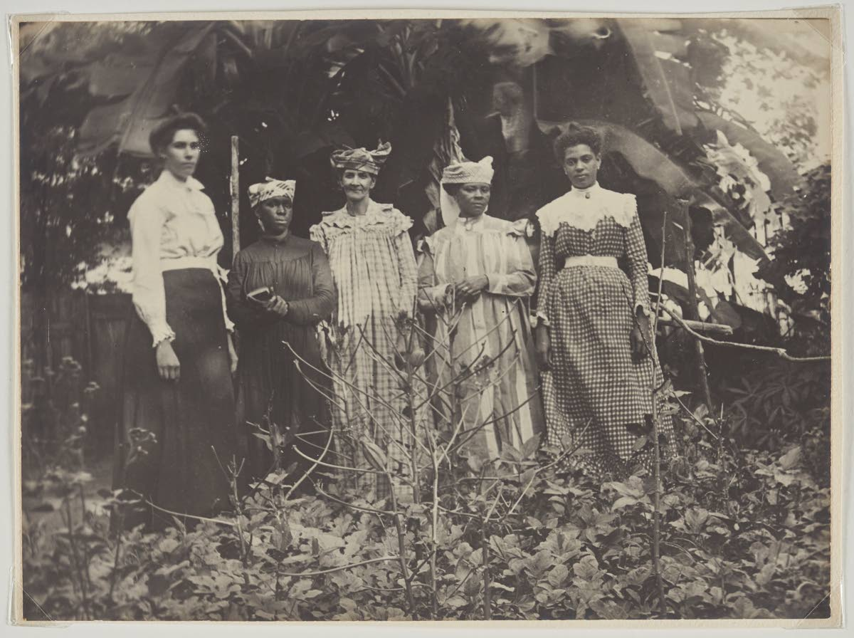 This picture of Jamaican women captured in 1900 using the photographic process of gelatin silver print.