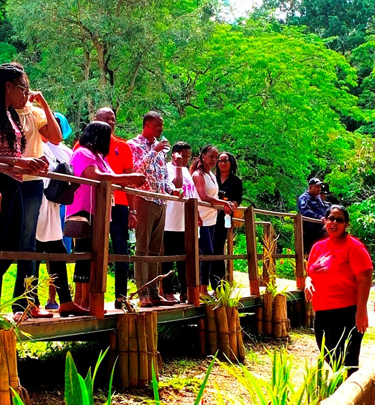 A Wildfowl Trust education officer shares information with Caribbean youth parliamentary delegates.