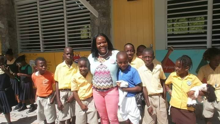 Founder of the Freely Give foundation Jeselle Cox poses with primary school pupils during one of her foundation's school outreach sessions.