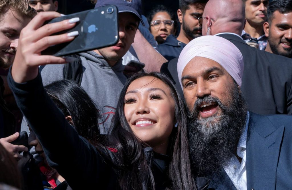 POPULAR: NDP Leader Jagmeet Singh takes photos with university students in Toronto. AP PHOTO - Fernando Vergara