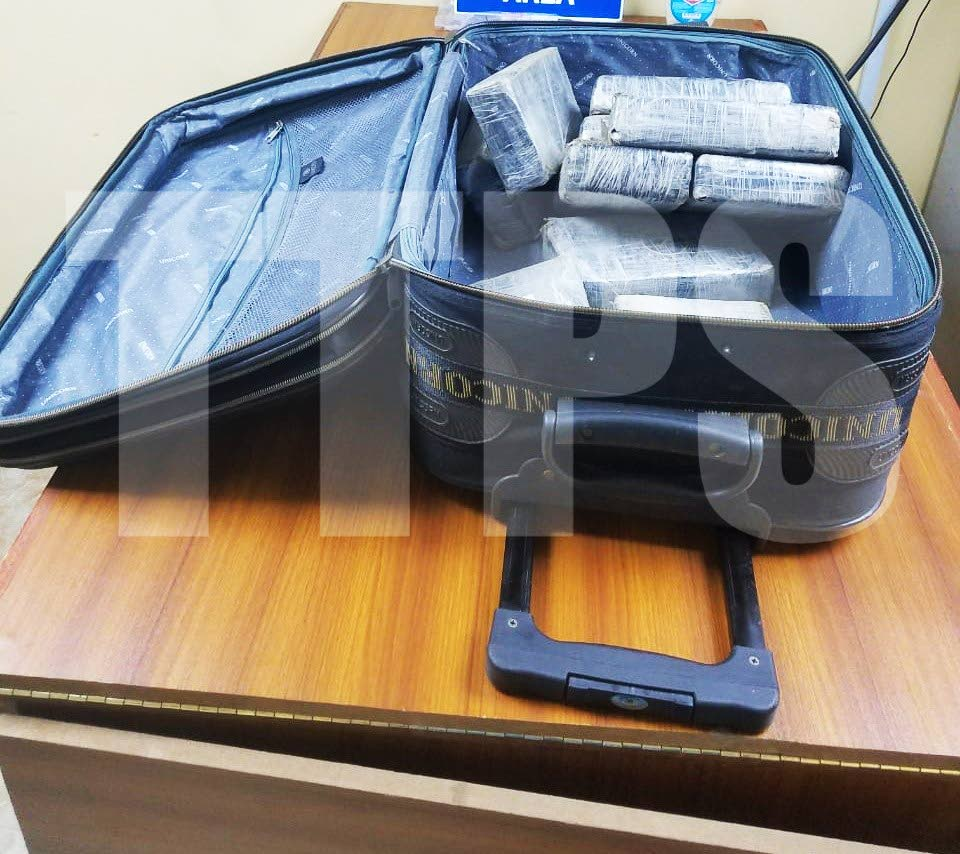 FIND: Cocaine valued at $4.1m found in this suitcase at a boatyard in Carenage on Wednesday night. PHOTO COURTESY TTPS - TTPS