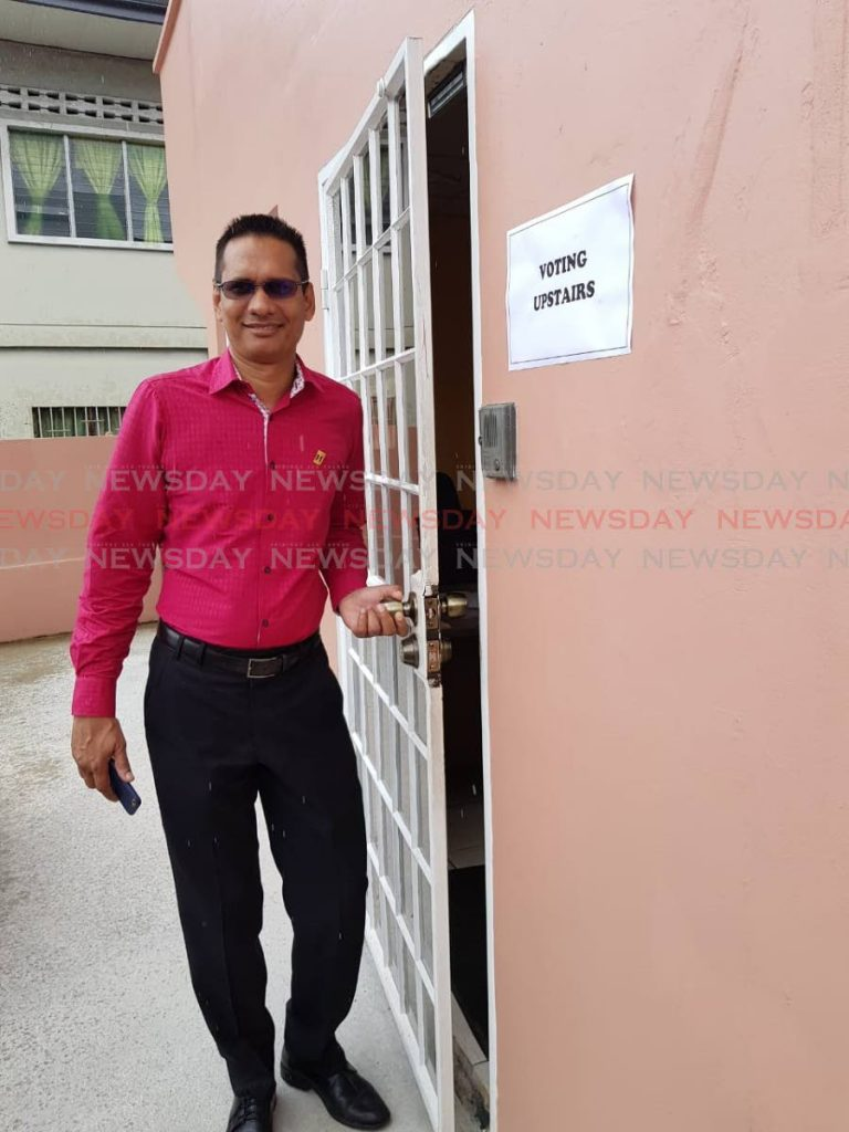 OUtgoing TTUTA president Lynsley Doodhai leaving the TTUTA south office on Donaldson street San Fernando after casting his vote in the TTUTA elections.   Yvonne Webb           22-10-19 - Yvonne Webb