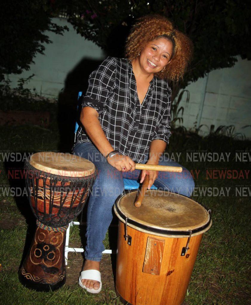 Andreina Briceño, directora del Centro Cultural Hispano, dice que el tambor africano es parte de la música de la parranda de Venezuela.  - SUREASH CHOLAI