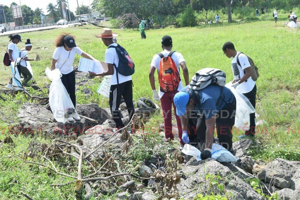 Volunteers collect garbage on the Foreshore, Audrey Jeffers Highway as part of the International Coastal Cleanup campaign. - VIDYA THURAB