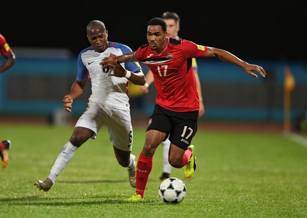 USA's Darlington Nagbe (L) and Trinidad and Tobago's Alvin Jones vie for the ball during their 2018 World Cup qualifier football match in Couva, Trinidad and Tobago, on October 10, 2017. / AFP PHOTO / Luis ACOSTA
