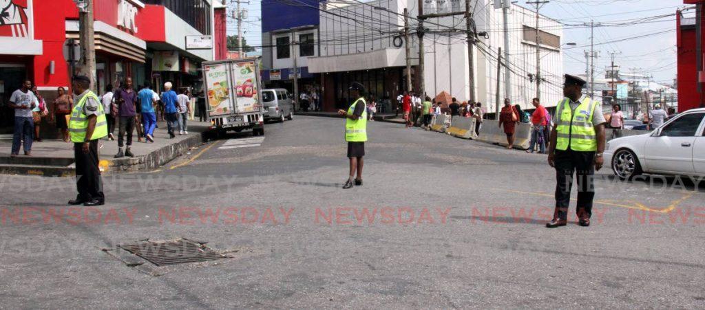 Police officers at Library Corner, San Fernando m -