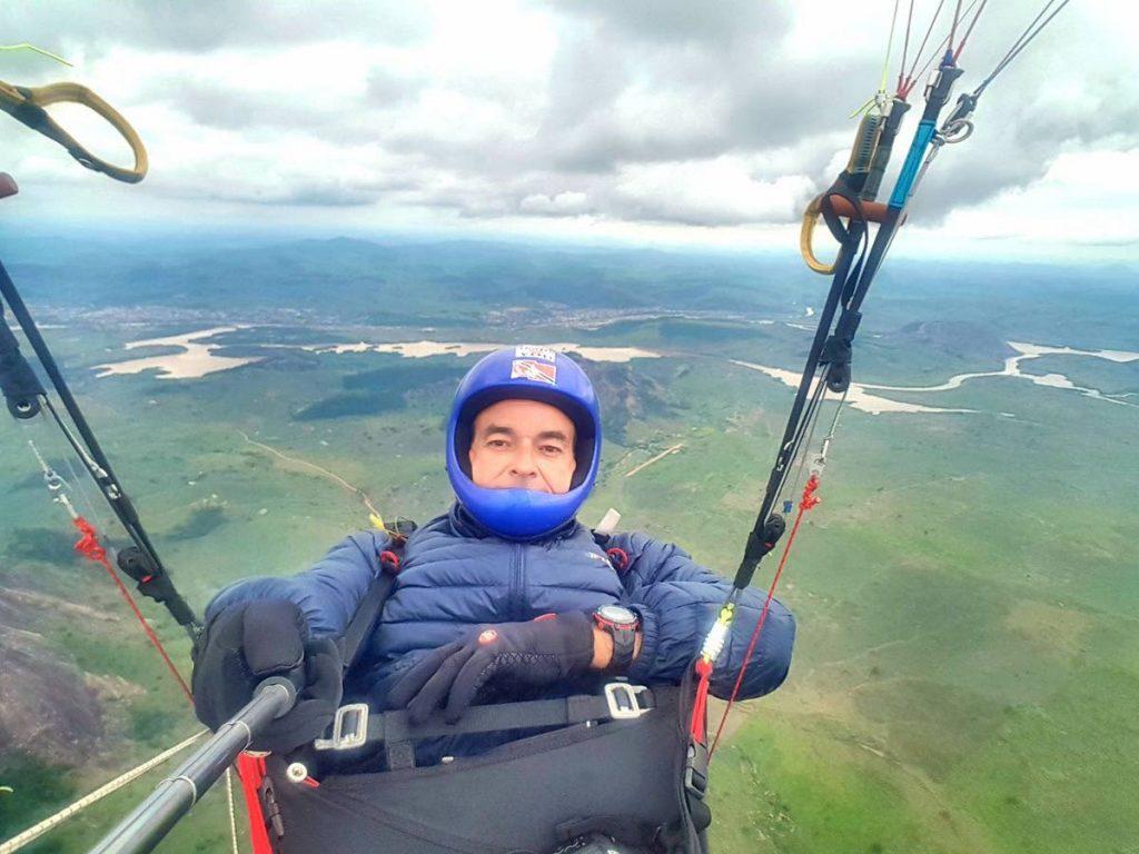Juan Andrade mid flight  -