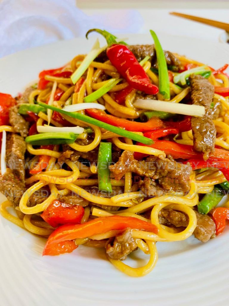 Chili beef lo-mein in oyster sauce  -