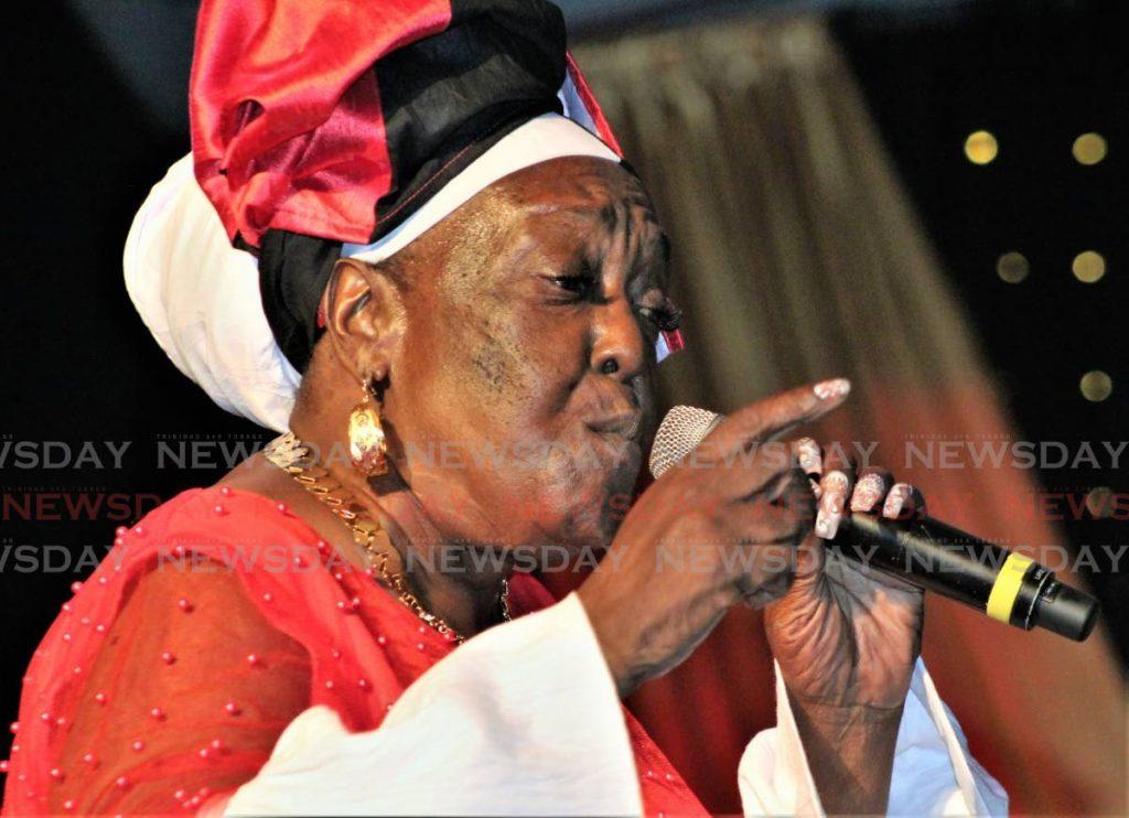 Singing Sandra -