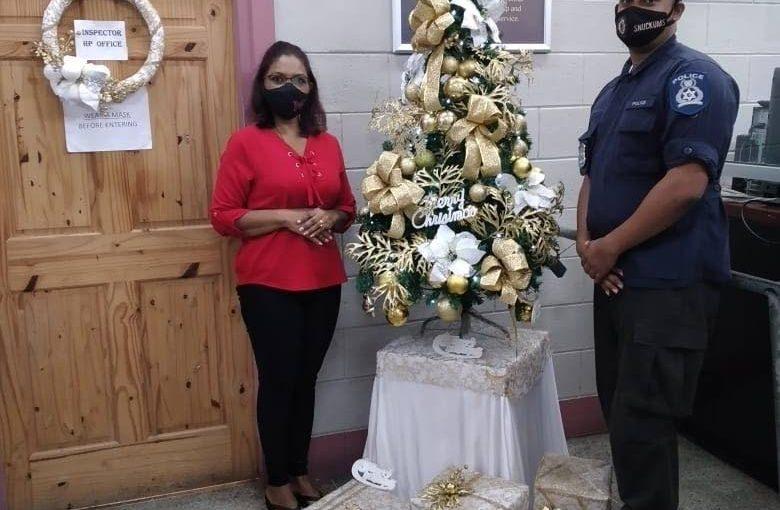 Decorators bring good cheer to police service