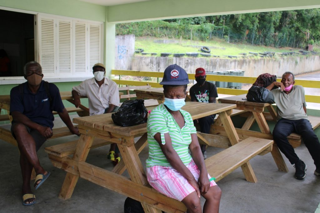 3,000 in shelters, volcanic ash covers St Vincent