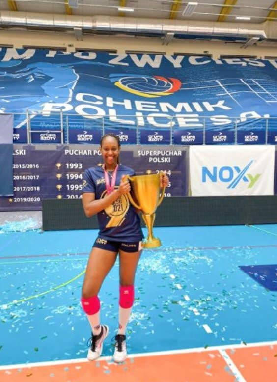 Sinead Jack-Kisal poses with the 2020/2021 Polish Women's Volleyball League trophy.  -
