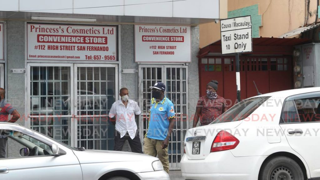 Couva/Macaulay taxi stand on High street San Fernando. Photo by Lincoln Holder