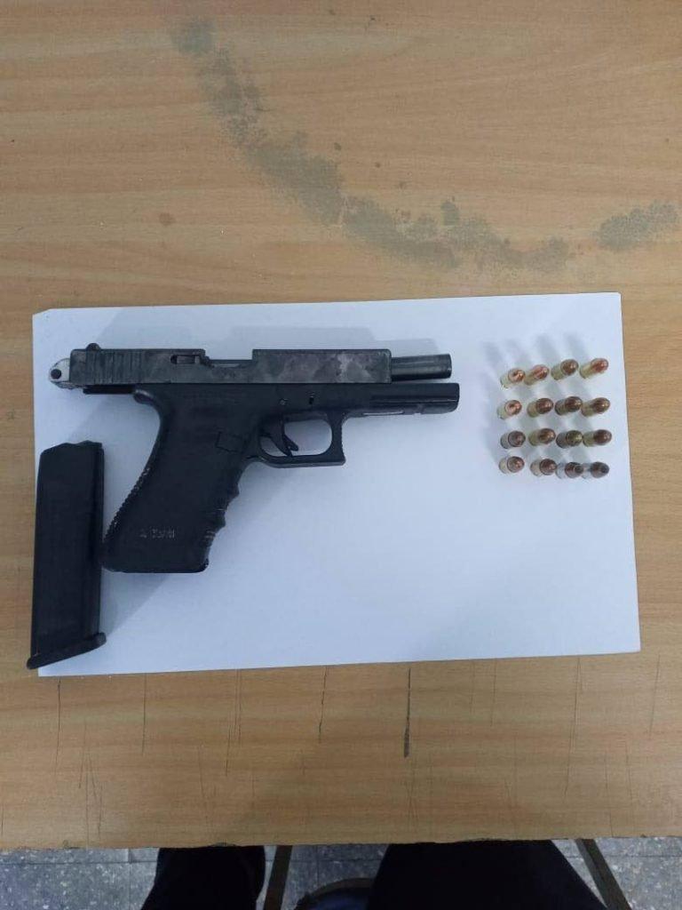 Glock 17 pistol-