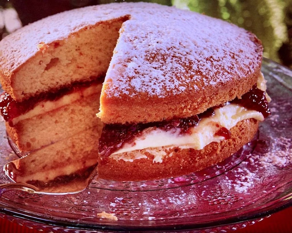 Victoria sandwich cake - Wendy Rahamut