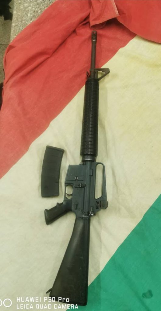 An M16 machine gun with 20 rounds of ammunition were found wrapped in a Rastafarian flag and hidden under a galvanise near the Gonzales community center on Thursday night.   PHOTO COURTESY TTPS